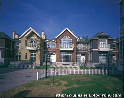 三层尖顶欧式别墅图纸