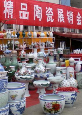 景德镇陶瓷展销会近半瓷器为山寨货